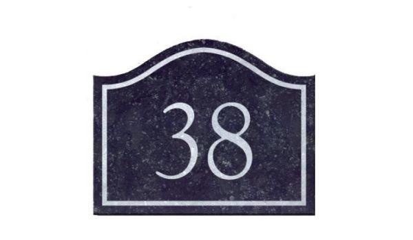 Natuursteen huisnummer golf