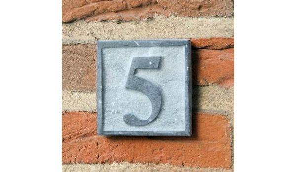 Natuursteen huisnummer