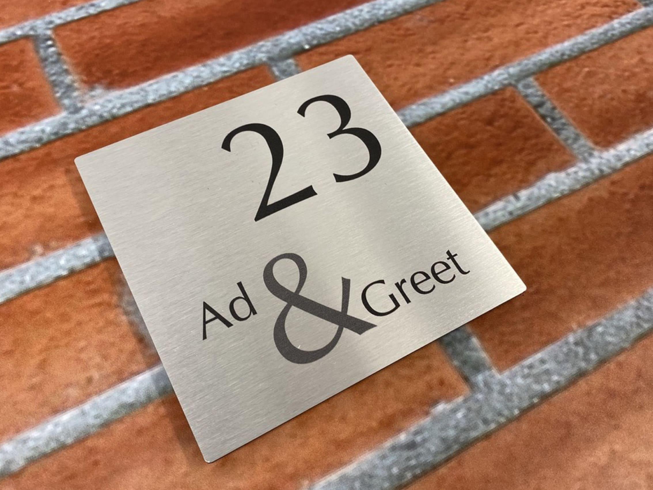 Waarom een naambord bij uw voordeur een goed idee is